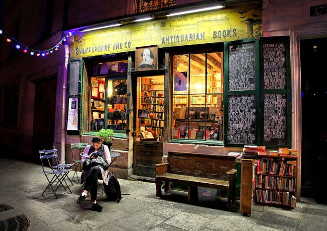 800px-shakespeare__co_books_paris_april_2011